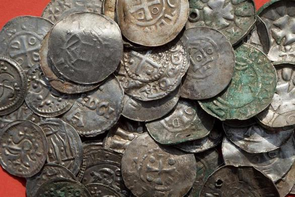 Γερμανία - 13χρονος βρήκε θησαυρό με ανιχνευτή μετάλλων (φωτο)