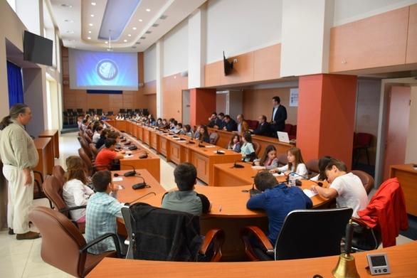 Πάτρα - Αλλεπάλληλες ερωτήσεις στον Απ. Κατσιφάρα από τους μικρούς περιφερειακούς συμβούλους!