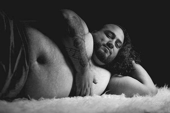 Γυναίκα αρνήθηκε να φωτογραφηθεί έγκυος και τότε ανέλαβε ο... άνδρας (φωτο)