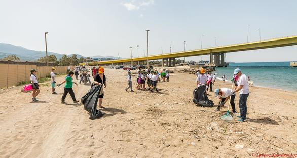Πάτρα - Περισσότεροι από250 εθελοντές, καθάρισαν τη παραλία του Κάστρου στο Ρίο! (φωτο)