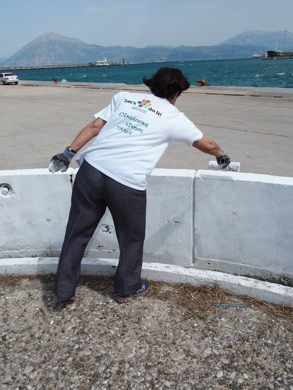 Πάτρα: Τα μέλη της ΟΙ.ΚΙ.ΠΑ καθάρισαν τον μώλο της Αγίου Νικολάου (pics)