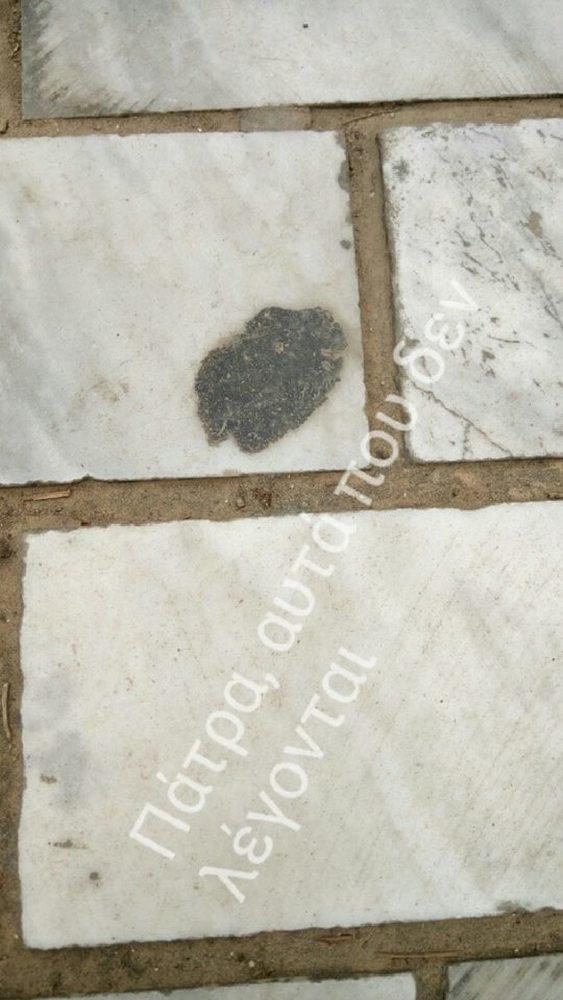 Πάτρα - Κι όμως οι τσίχλες στην Αγίου Νικολάου βγαίνουν με μια... σπάτουλα! (pics)