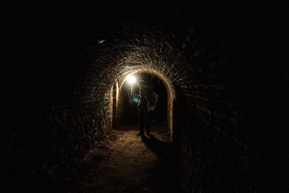 O... κάτω κόσμος της Πάτρας - Τα καταφύγια και οι υπόγειες στοές της πόλης μας (pics+video)