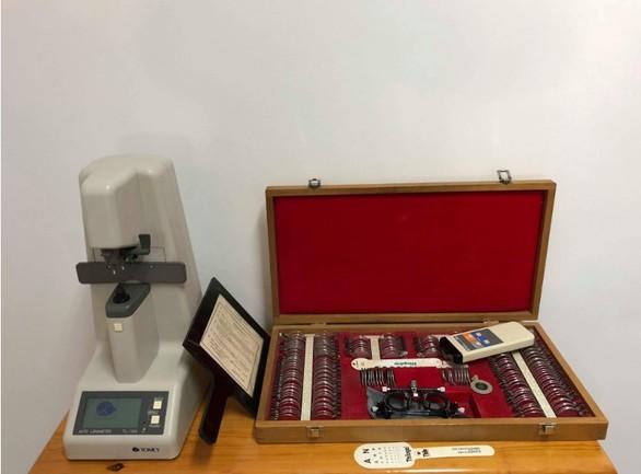 Πατρινός γιατρός δώρισε ένα οφθαλμολογικό ιατρείο στην Αμοργό (pics)