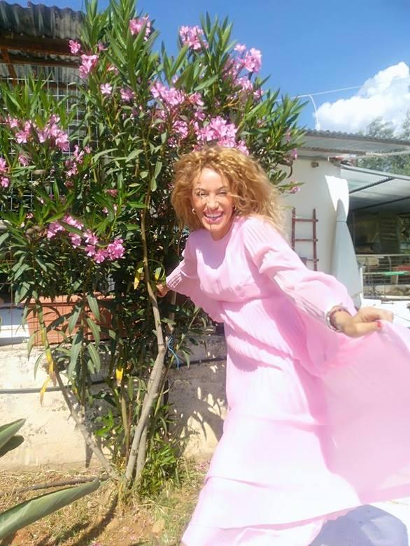"""Σοφία Στρατουδάκη - Ντύθηκε """"ροζ καλόγρια"""" τη μέρα των γενεθλίων της (pics)"""
