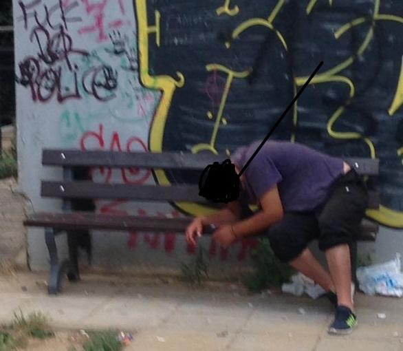 Εικόνες σοκ - Χρήση ναρκωτικών σε παιδική χαρά της Πάτρας!