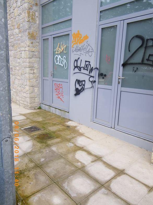 Πάτρα: Οι τουαλέτες της Κανακάρη αφέθηκαν στη μοίρα τους προτού καν παραδοθεί το έργο (pics)
