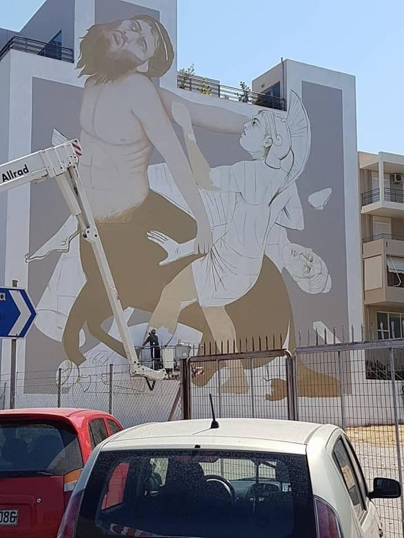 Χρωματίζεται η Πάτρα - Άρχισε η 7η τοιχογραφία του Artwalk 3! (pics)