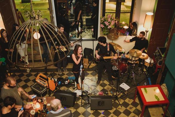 """2+1 μουσικές μπάντες της Πάτρας που δεν """"χορταίνουμε"""" να ακούμε! (pics+vids)"""
