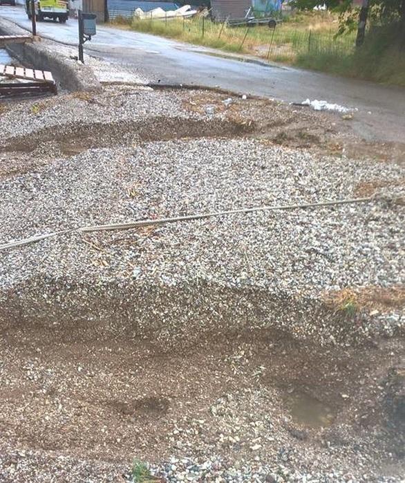 Το κακό έγινε στη Ροδινή της Πάτρας - Οι χείμαρροι από τη βροχή κατέστρεψαν την παραλία (pics)