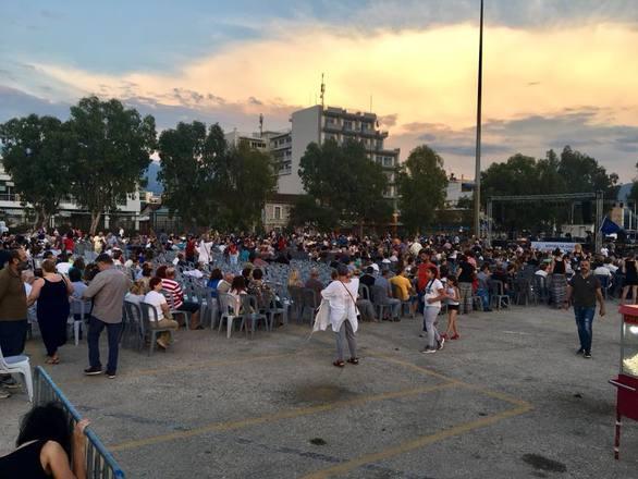 Κόσμος στο Νότιο Πάρκο της Πάτρας στη συναυλία κατά της ανεργίας (pics+video)