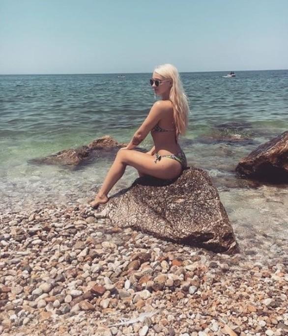 Η ξανθιά τουρίστρια από την Πολωνία που κάνει διακοπές στην Πάτρα (pics)