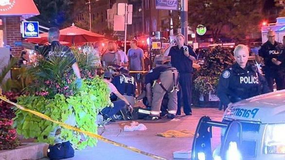 Ένοπλος άνοιξε πυρ στην ελληνική συνοικία του Τορόντο - Μία νεκρή (video)