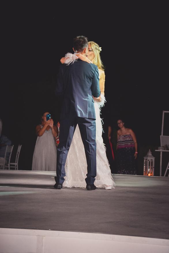 Άρης & Κατερίνα - Γάμος με πολύ τραγούδι, γλέντι υπό τον ύμνο της ΑΕΚ και ένα υπέροχο ζευγάρι!