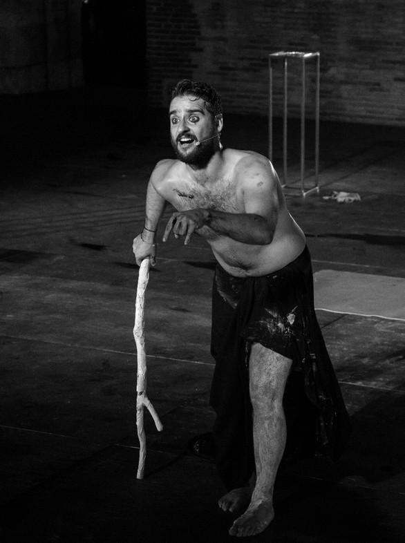 Μία παράσταση στην οποία ο θεατής ήταν ο… κριτής, παρουσιάστηκε στο Ρωμαϊκό Ωδείο της Πάτρας (φωτο)