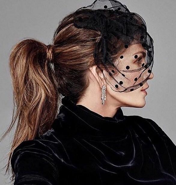 Η Cindy Crawford ποζάρει για το περιοδικό Tatler και εντυπωσιάζει (φωτο)