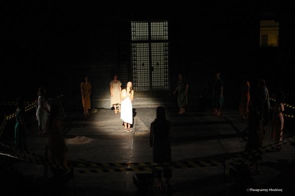 """Πάτρα: Καταχειροκροτήθηκε ο """"Ορέστης"""" του Ευριπίδη στο Ρωμαϊκό Ωδείο (pics)"""