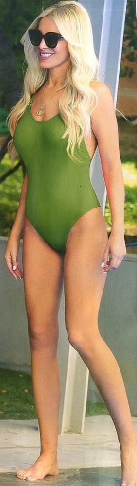 Κατερίνα Καινούργιου - Με πράσινο ολόσωμο μαγιό! (φωτο)
