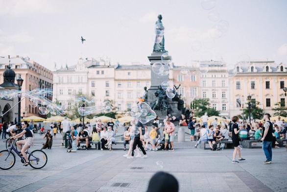 Πολωνία - Οδοιπορικό στα δύο μεγάλα κέντρα μιας χώρας όπου η ανάπτυξη δεν είναι ψέμα (pics)