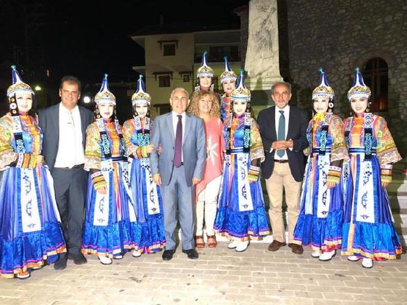 Αχαΐα: Ενθουσιασμό προκάλεσε το 1ο Διεθνές Φεστιβάλ Παραδοσιακών Χορών στα Καλάβρυτα! (pics+video)
