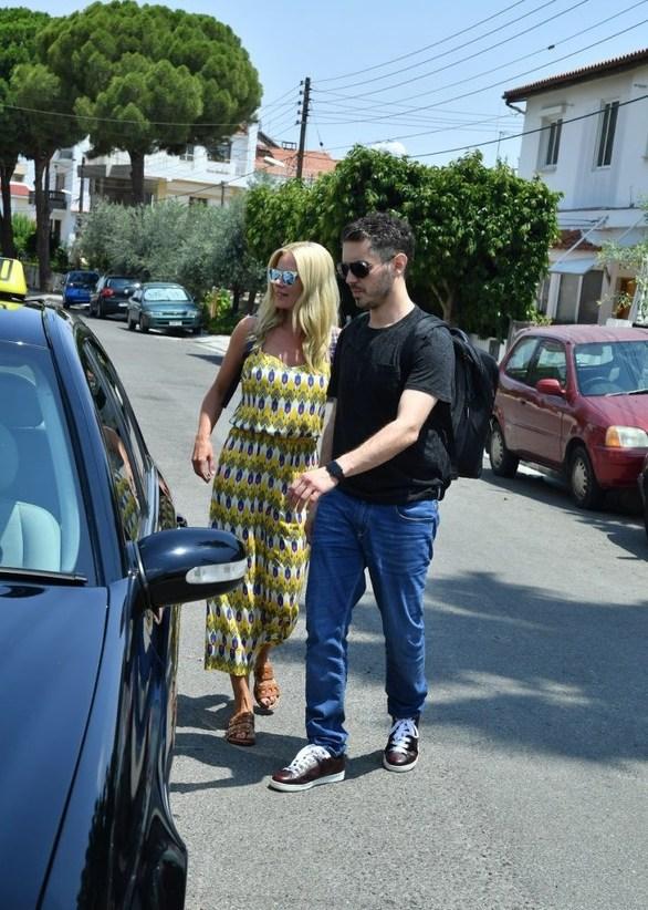 Μακρυπούλια - Χατζηγιάννης: Πιασμένοι χεράκι-χεράκι στους δρόμους της Κύπρου! (φωτο)