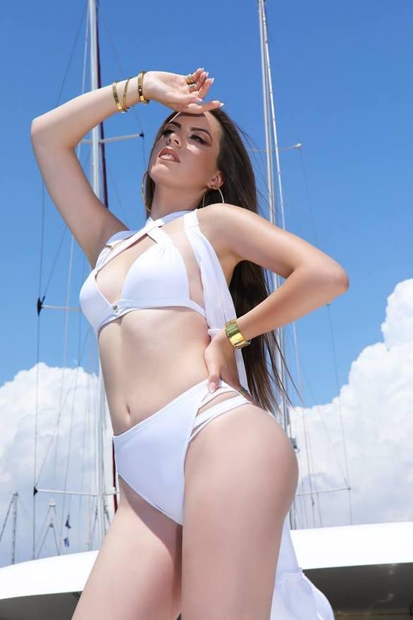 """Μαρία Ψηλού - Το άσπρο μπικίνι που """"τρέλανε"""" το facebook"""