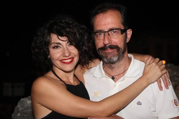 Αγκαλιές στα backstage του Ρωμαϊκού Ωδείου της Πάτρας!