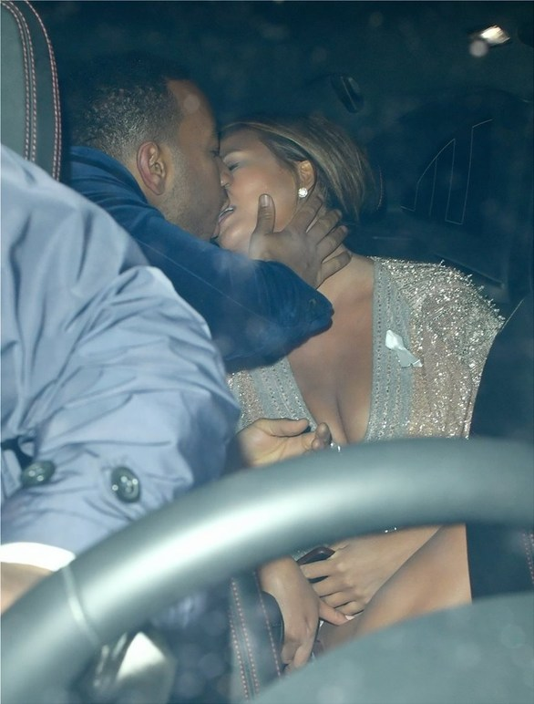 Chrissy Teigen - John Legend: Τα καυτά φιλιά του ζευγαριού στο αυτοκίνητο (φωτο)