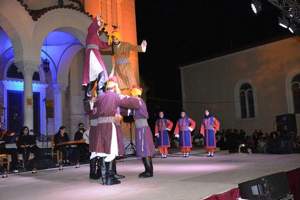 Πάτρα: Παραδοσιακή εκδήλωση στο προαύλιο του Αγίου Ανδρέα (pics)