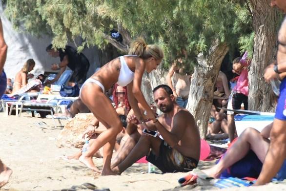 Ο Γιώργος Λιανός στην παραλία