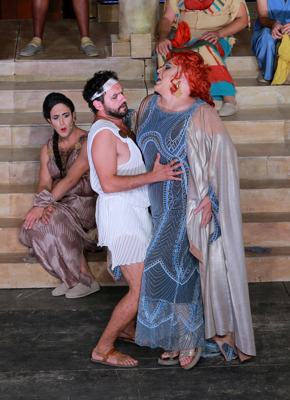 Οι Εκκλησιάζουσες έστησαν χόρο στην Πάτρα (pics)
