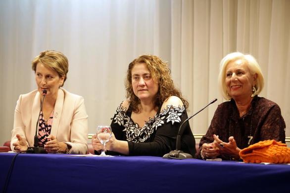 """Πάτρα: Με επιτυχία πραγματοποιήθηκε η εκδήλωση για τις """"Θεραπευτικές Πτυχές στον Καρκίνο του Μαστού"""" (φωτο)"""