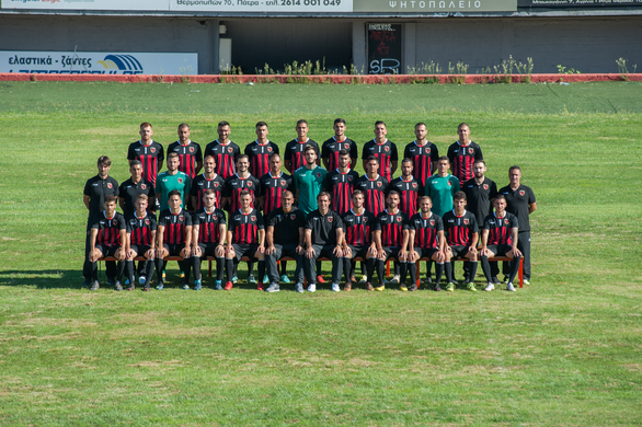 """Η """"οικογένεια"""" της Παναχαϊκής φωτογραφήθηκε στο γήπεδο της Αγυιάς για τη νέα αγωνιστική σεζόν!"""