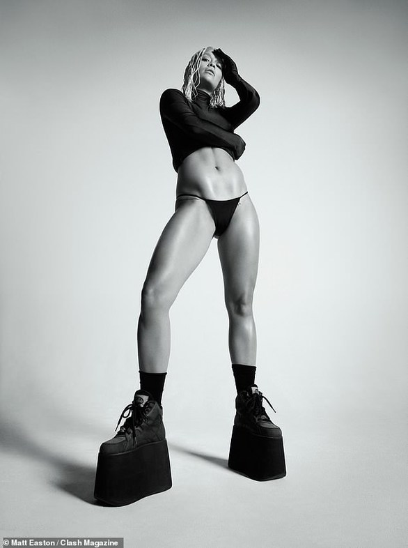 Rita Ora - Φωτογραφήθηκε γυμνή για γνωστό περιοδικό! (φωτο)