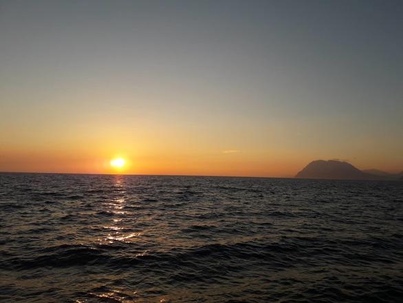 Το φθινοπωρινό ηλιοβασίλεμα χρωματίζει ρομαντικά την Πάτρα (pics)