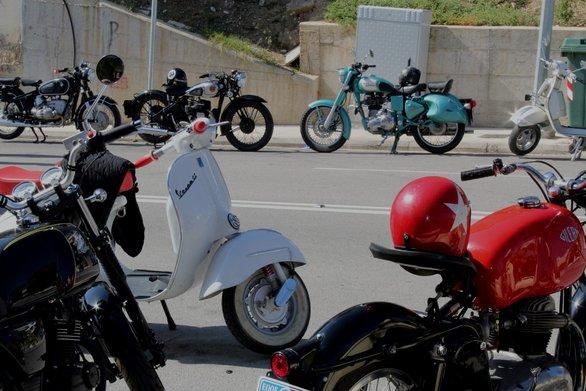 """Κλασικά """"gentlemen"""" - """"Άρωμα"""" άλλης εποχής στους δρόμους της Πάτρας (pics)"""