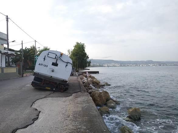 Πάτρα: O Δήμος ζητά να παρέμβει στην παραλιακή οδό Μονοδενδρίου (pics)