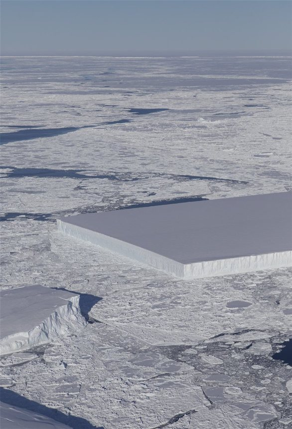 Παγόβουνο με τέλειο ορθογώνιο σχήμα φωτογράφισε η NASA! (video)