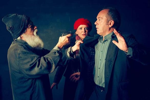 """""""Η Γκιλοτίνα"""" στο θέατρο Τέσσερις Εποχές"""