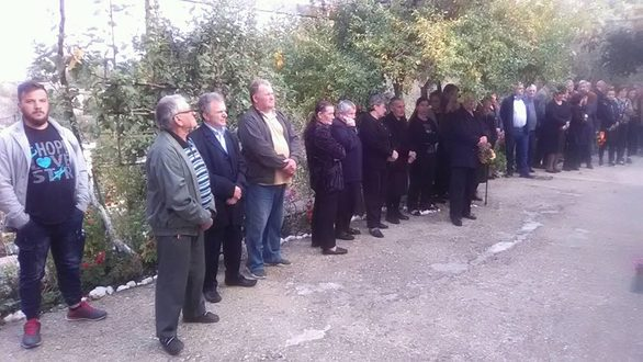 Τυλιγμένη με τη γαλανόλευκη η σορός του Κωνσταντίνου Κατσίφα (pics+video)