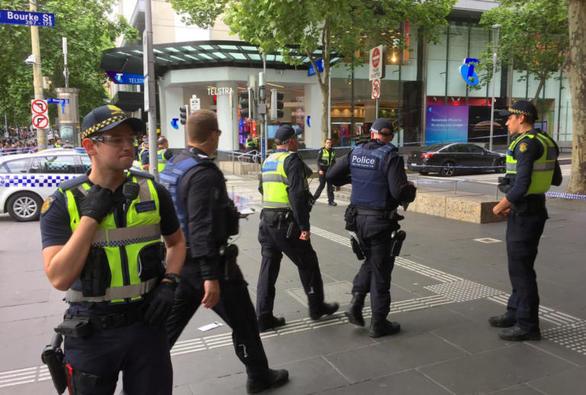 Ένας νεκρός και δύο τραυματίες από επίθεση με μαχαίρι στη Μελβούρνη (pics)