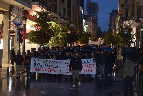 Ο Δήμος Πατρέων στην μεγάλη συγκέντρωση και πορεία για την 45η επέτειο του Πολυτεχνείου! (φωτο)
