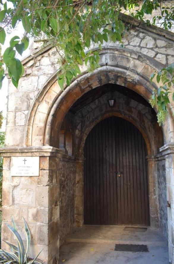 ΚοινοΤοπία: Περιποίηση του αλσυλλίου στην Αγγλικανική εκκλησία