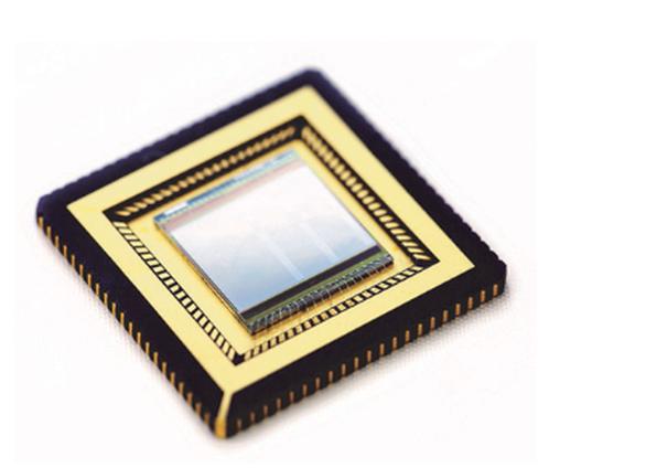 Το τσιπ γραφένιου-κβαντικών τελειών που χρησιμοποιήθηκε για την κάμερα Courtesy ICFO (Image credit: ICFO)