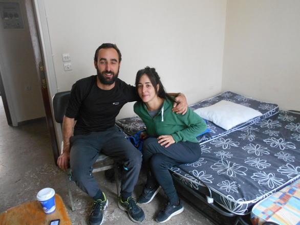 Μανού και Ινές - Οι δύο Ισπανοί εθελοντές που μένουν στην Πάτρα για να βοηθούν τους μετανάστες!
