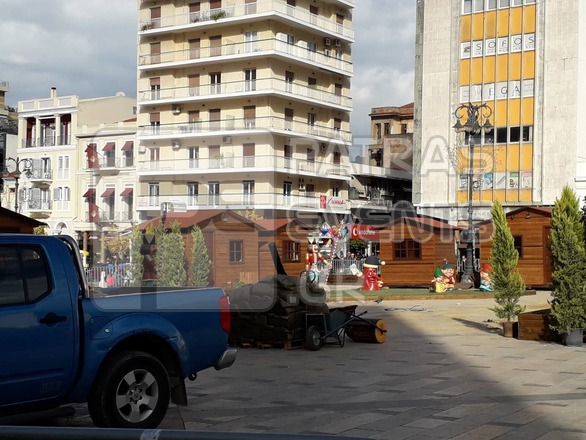 Πάτρα: Mε εντατικούς ρυθμούς οι εργασίες στολισμού της πλατείας Γεωργίου (pics)