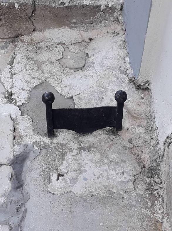 Πάτρα - Τα ξεχασμένα ποδόμακτρα των παλιών σπιτιών (pics)