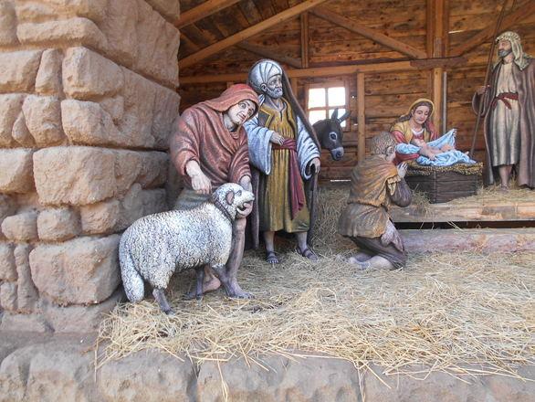 Το Χριστουγεννιάτικο χωριό στην πλατεία Γεωργίου είναι έτοιμο (pics)