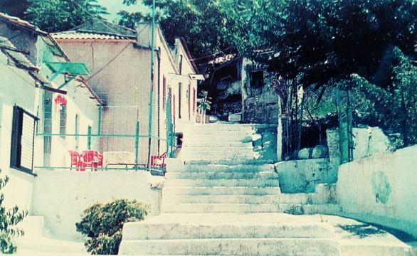 """Η φωτογραφία είναι από την δεκαετία του '90 και έχει ανέβει στην σελίδα """"Patras Memories - Αναμνήσεις απ' την παλιά Πάτρα"""""""