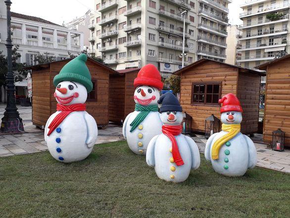 Ξεκίνησαν οι βανδαλισμοί στον Χριστουγεννιάτικο διάκοσμο (pics)